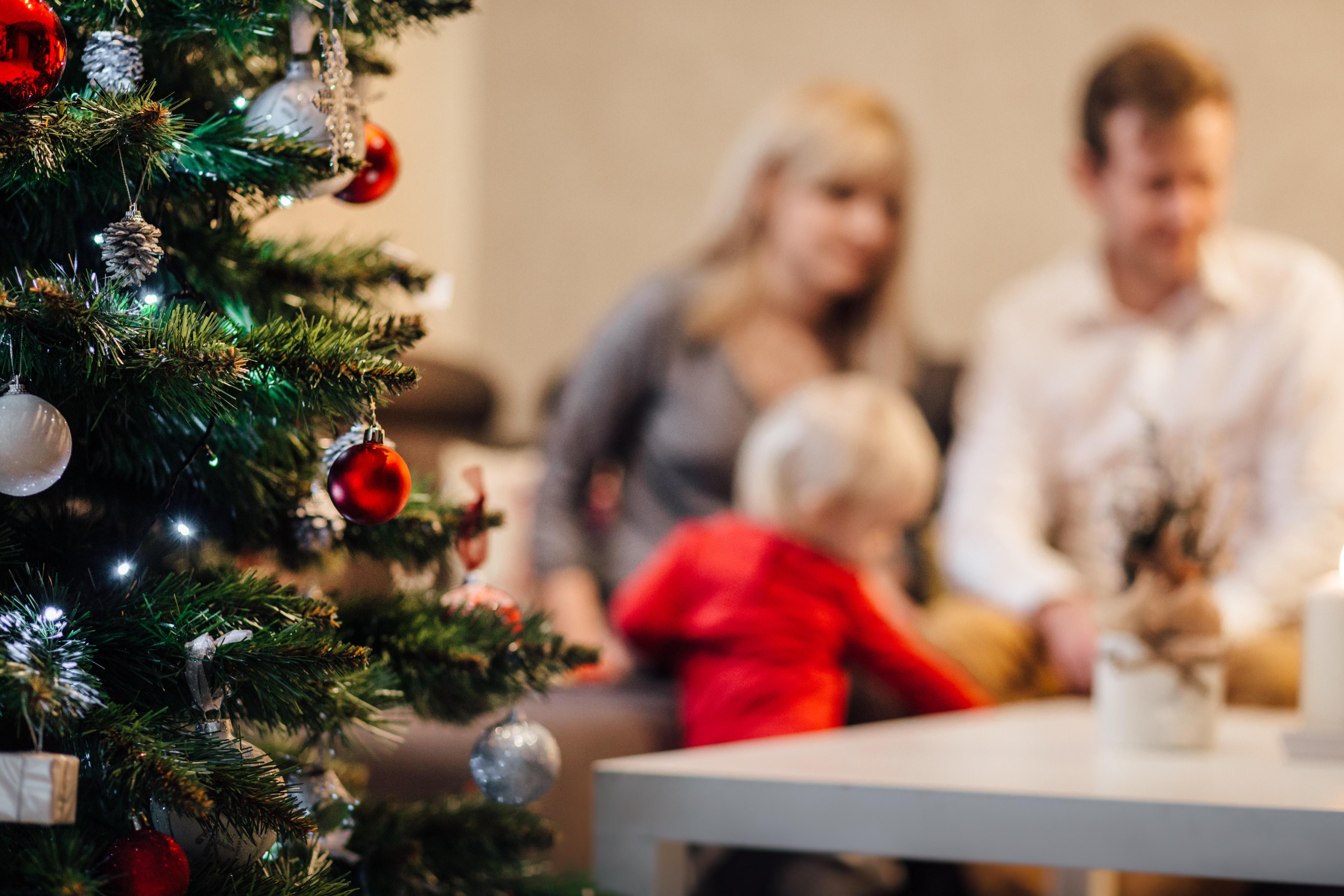 【クーパー家の晩餐会】それぞれの秘密を抱えたクリスマス家族ストーリー【映画】